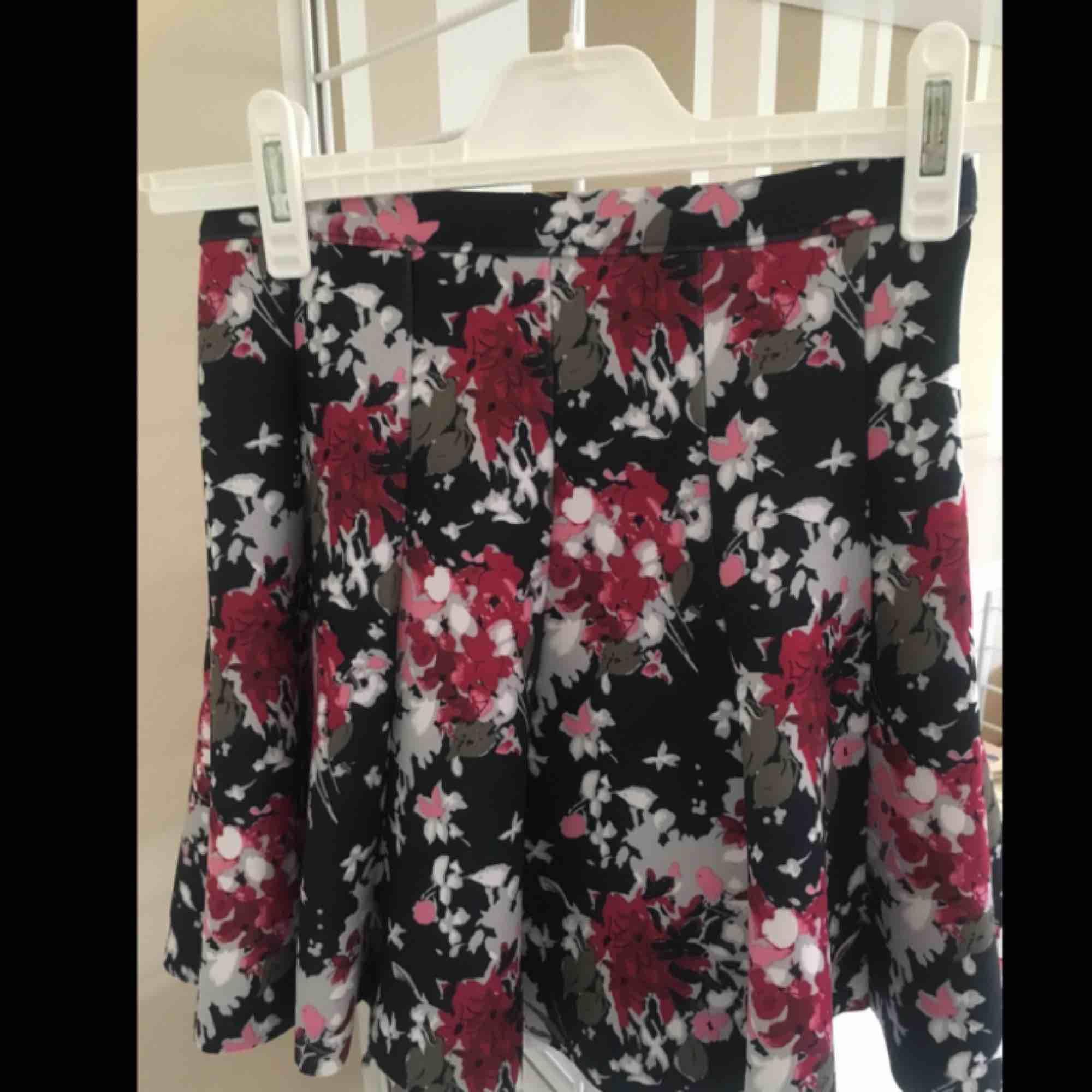 Blommig kjol från abrecrombie and Fitch. Kjolar.