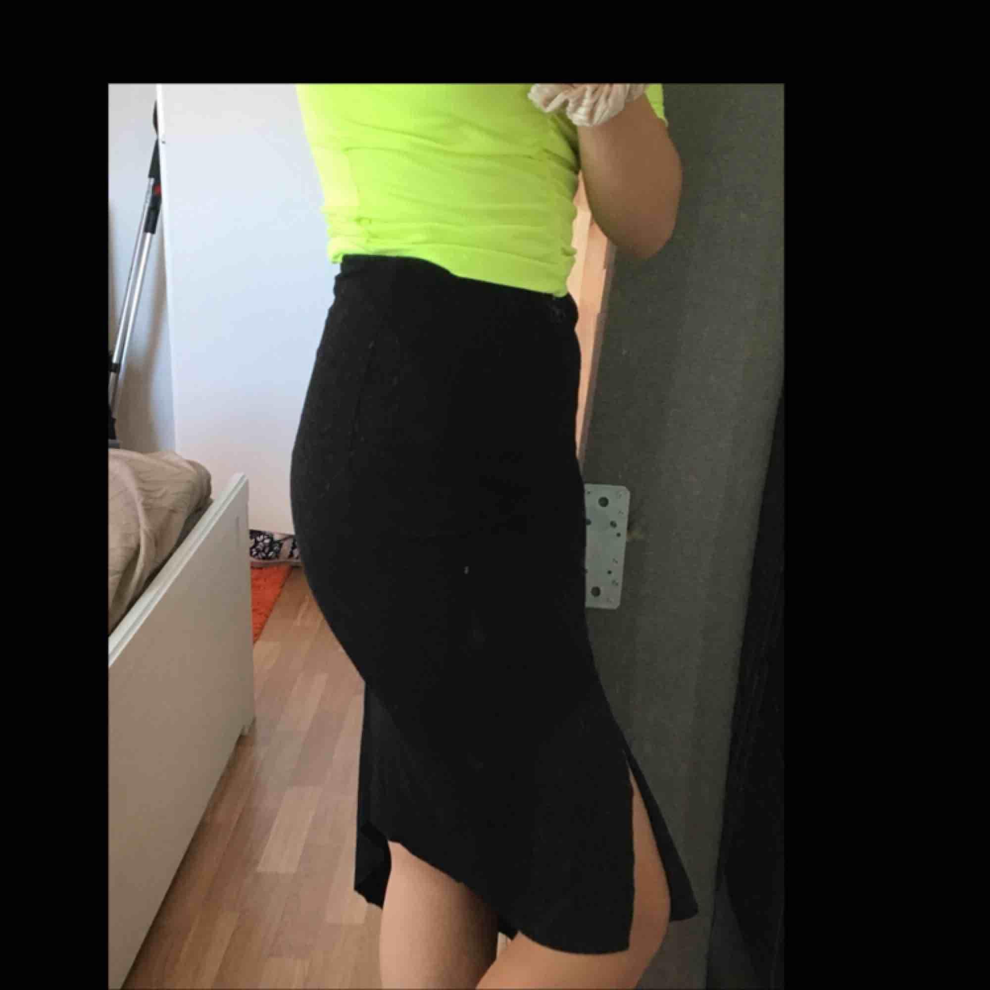 Kjol från Gina Tricot, endast använd en gång. Frakt ingår!. Kjolar.