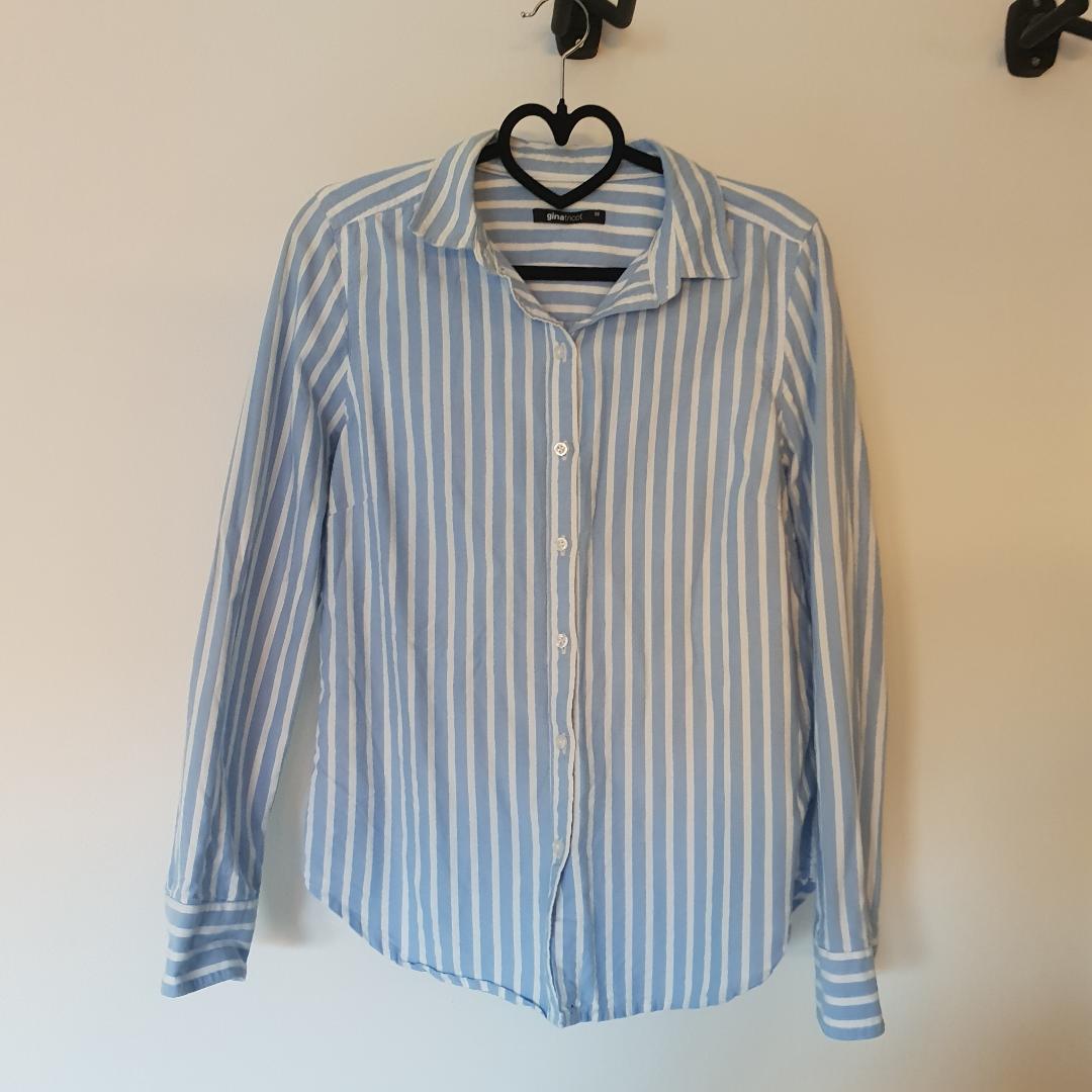 Skjorta från gina tricot. Sparsamt använd så bra skick. Ni står för frakten 🌸. Skjortor.