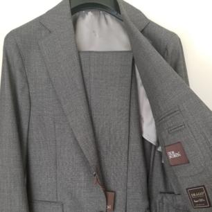Oanvänd!  Oscar Jacobson, Egel suit, smått rutig, drago super 120's  Nypris 5500 storlek 48