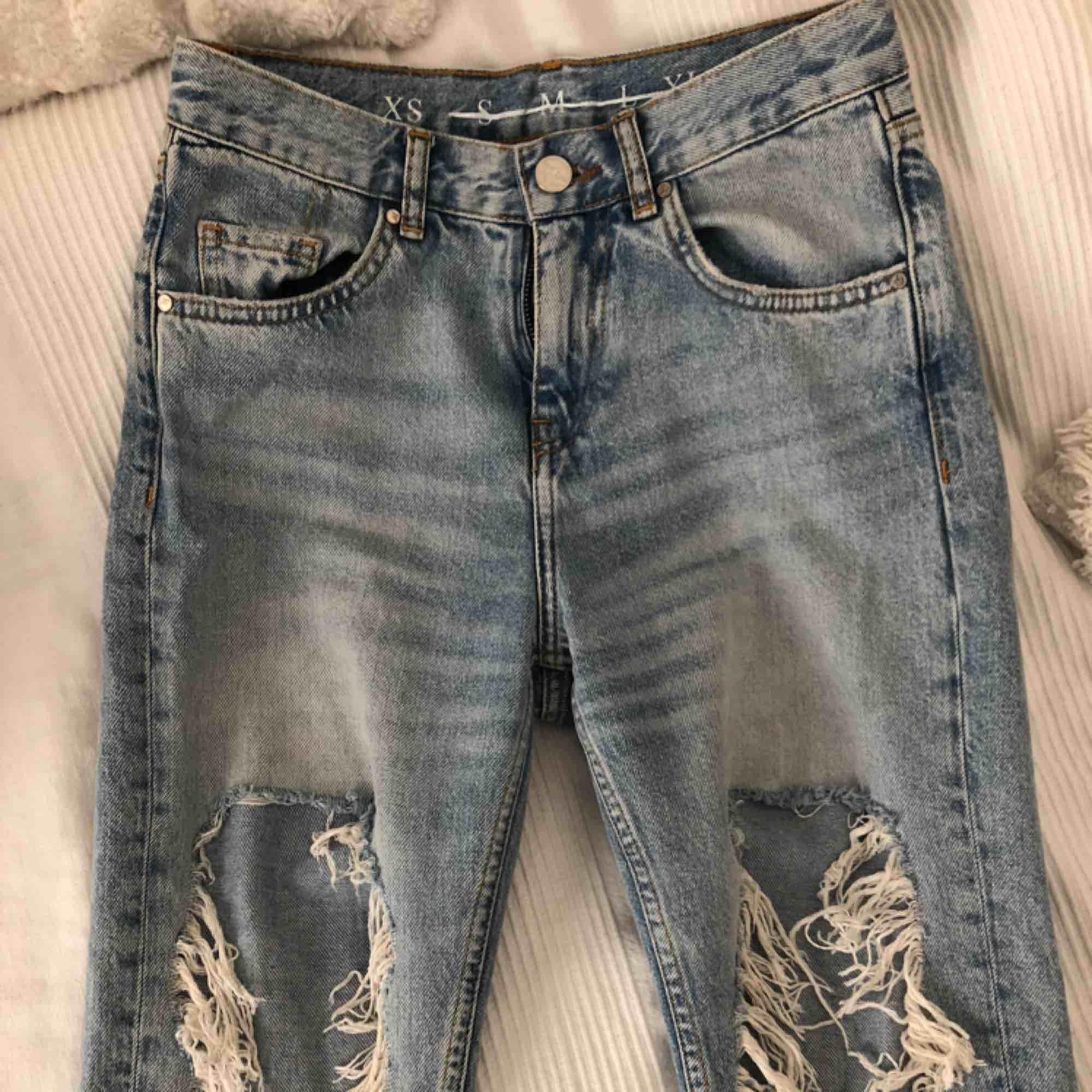 Nästan helt oanvända jeans från BikBok Nypris: 499. Jeans & Byxor.
