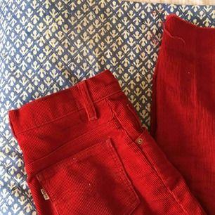 vintage röda manchesterbyxor från levis:-)