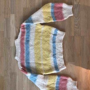 Färgglad stickat tröja från Chiquelle. Fint skick.
