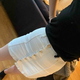 Vit kjol i fint skick