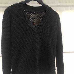 Snygg tröja från Vila. Den är inte alls lika genomskinlig som det ser ut på bilden. Man ser inte igenom den när den ligger på kroppen.