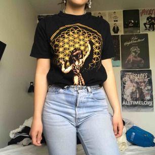 Sjukt cool bring me the horizon T-shirt som är i princip oanvänd. Perfekt passform (storlek M) och går att matcha enkelt! Köparen står för eventuell frakt