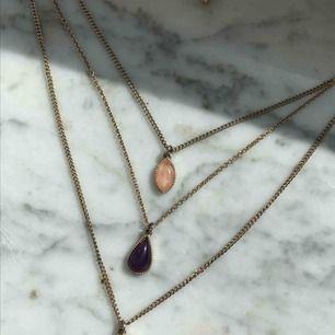 Fri frakt!! 70kr är totala priset av halsbandet och frakt!   Från forever21, suuuuper fint! Men har tyvärr bara för många halsband för att använda det:(
