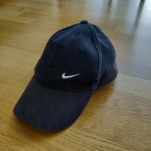 Jättesnygg Nike-keps som aldrig kommer till användningen! Färgen syns bäst på bild 2. Frakt på 39 kr!