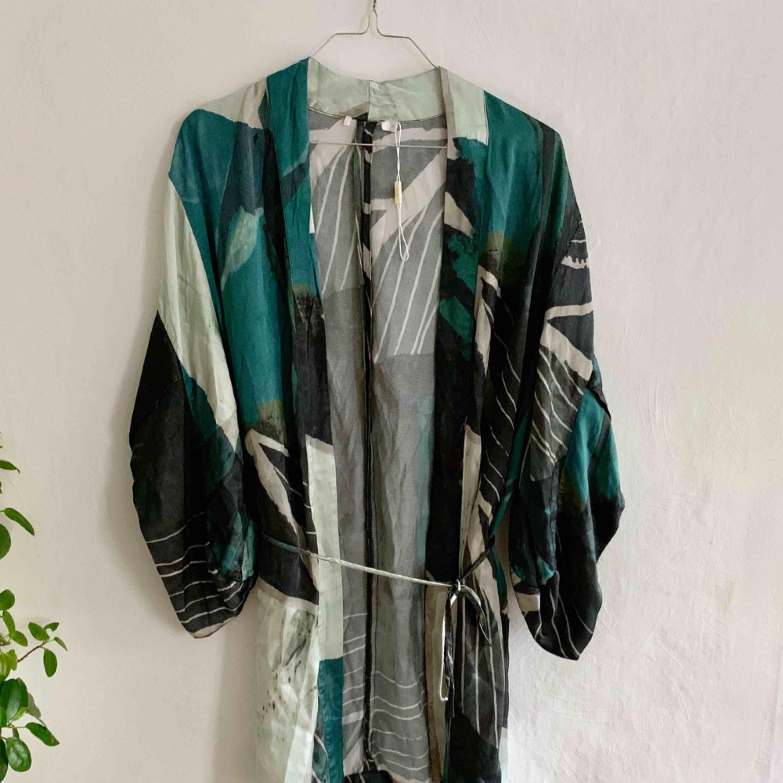 Kimono från Wera, fina gröna nyanser.. Tröjor & Koftor.
