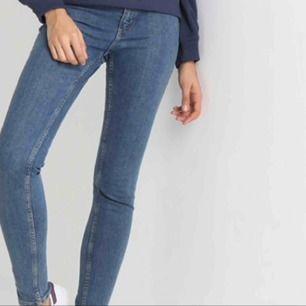 Säljer två helt nya cheap monday jeans i strl 27w/32 L som inte är stretchiga som är mörkblå. 28w/34L som är lite stretchiga och är blå. Pris kan diskuteras vid snabb affär.