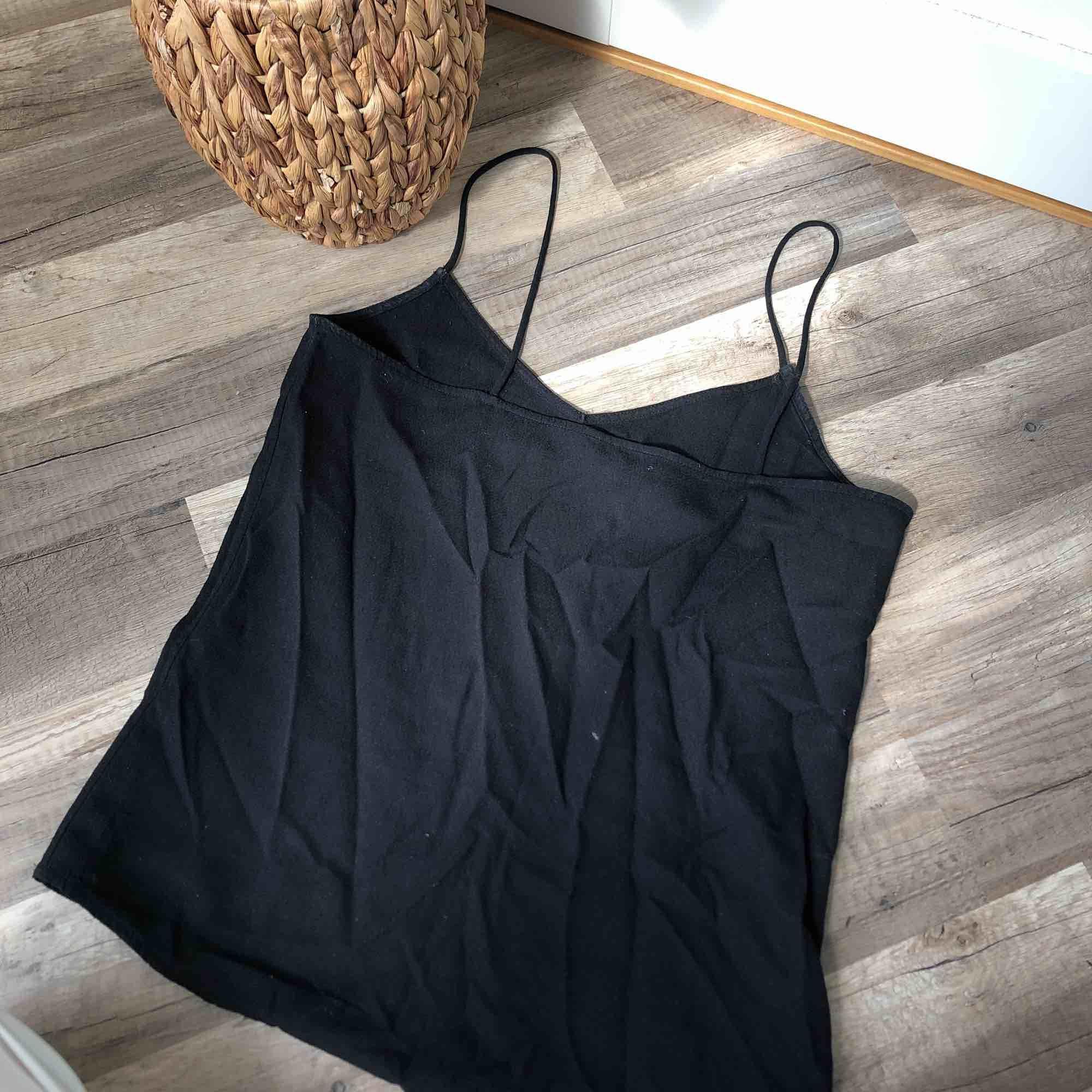 Superfint linne i jättebra kvalité 🌞 20 kr frakt. Toppar.