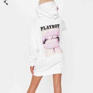 Playboy hoodie aldrig andvänd och inga fel på dvs inga fläckar osv helt som ny strl 42 passar bäst storlek mässigt någon som är en M/L