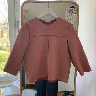 Jättefin tröja i fake mocka, mörk rosa. Som ny.