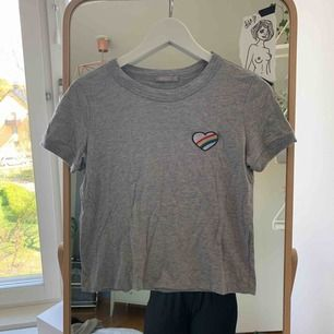 T-shirt från bershska, skulle uppskatta den som en S. Fint skick.