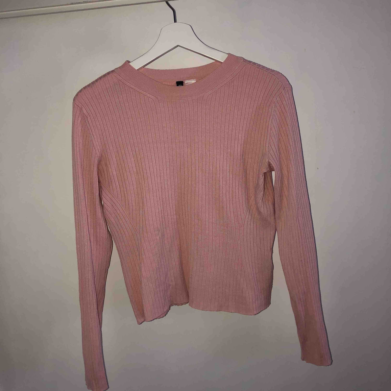 Rosa tunn tröja strl M (aldrig använd endast testad   . Stickat.