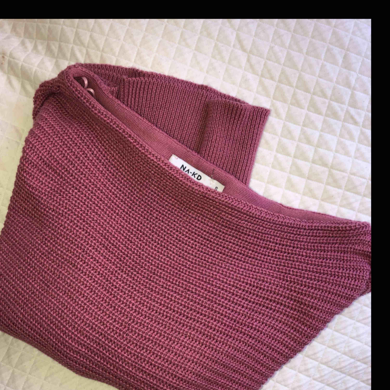 Säljer denna fina tröjan ifrån nakd pga att den inte kommer till användning och att jag har fler i samma stuk. Den är endast använt 1-2gånger! . Stickat.