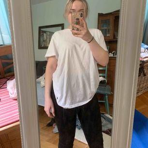 👚Äkta Ralph Lauren Tröja!👚150kr. Storlek: M. Väldigt mjuk och bekväm för en vanlig T-shirt. Finns att hämta i Lund eller Malmö i Skåne, annars ingår frakt💖