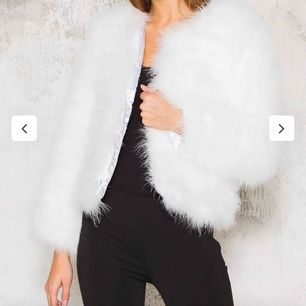 Vit Dream Jacket-  fjäderjacka från DM RETRO Storlek XS-S Köpt för 1399