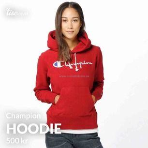 Äger denna Champion hoodie i storlek XS. Söker efter någon som kan tänka sig byta (champion hoodie) ute efter storlek S-M!🔥 Kan eventuellt tänka mig sälja denna annars. Nypris 995kr startbud på 500kr den som budar högst har möjligheten att få den🌸