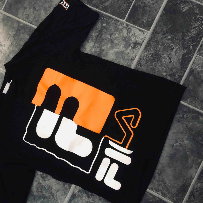Köparen står för frakt!. T-shirts.