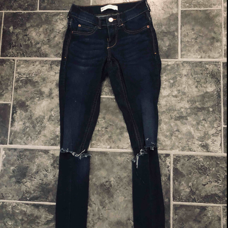 Köparen står för frakt!. Jeans & Byxor.