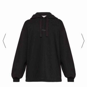 Acne studios hoodie, använd typ 4-5 ggr. Köpt på sotostore. Nypris 2799. Pris kan absolut diskuteras vid snabbt köp