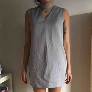 Superfin klänning köpt på resa i Kina. Superbekväm med två fickor i sidorna. Kan mötas upp i Stockholm/Uppsala eller skicka, köparen står då för frakten🧡