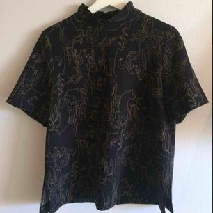 Poloshirt, köpte den för 3 år sen på ginatricot, använt en gång, polyester