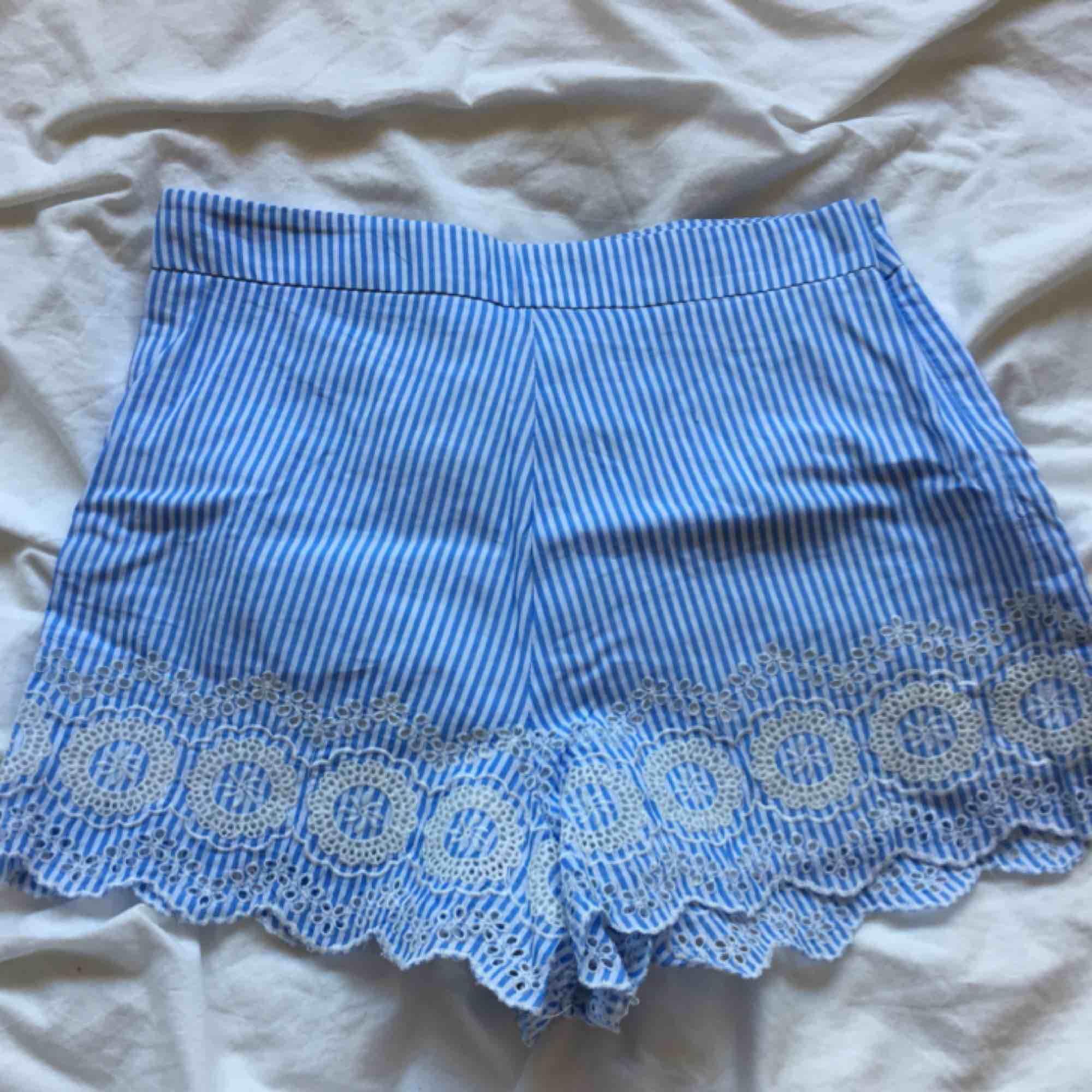 JÄTTEFINA shorts från Forever 21! Köpta i USA och är aldrig använda! Köparen står för frakt. Shorts.