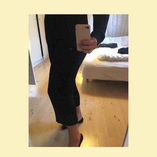 Väldigt fina kostymbyxor från zara med kortare ben, knyte i midjan. Har tyvärr blivit för små🌹