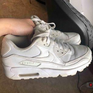 Nytvättade Nike air max! Använda endel men i gott skick!