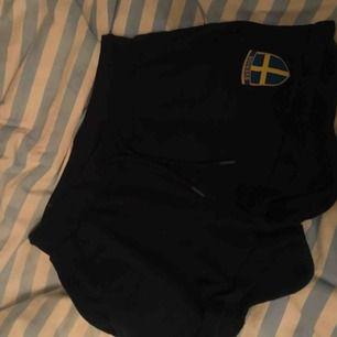 Snygga och sköna Sverige shorts, endast använda 1 gång. 80kr