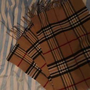 Halsduk i mycket fint skick, 100kr One size