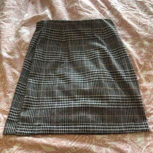 Helt ny kjol ifrån hm. Aldrig använd och i nyskick. Köpare står för frakt ca 40kr🥰