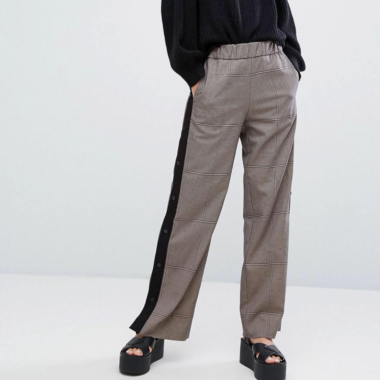 Jättesnygga popper pants från Monki. Nyskick. Postas mot frakt men kan även mötas upp i Uppsala :). Jeans & Byxor.
