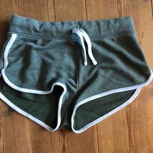 Gröna mjukis shorts