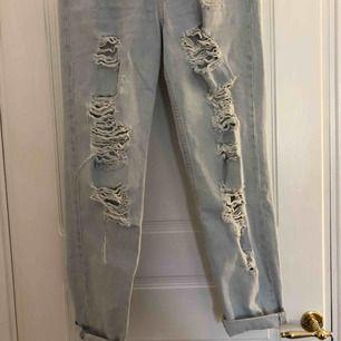 Slitna jätte snygga boyfriend jeans från h&m som tyvärr inte kom till användning. Köpare står för frakt🥰