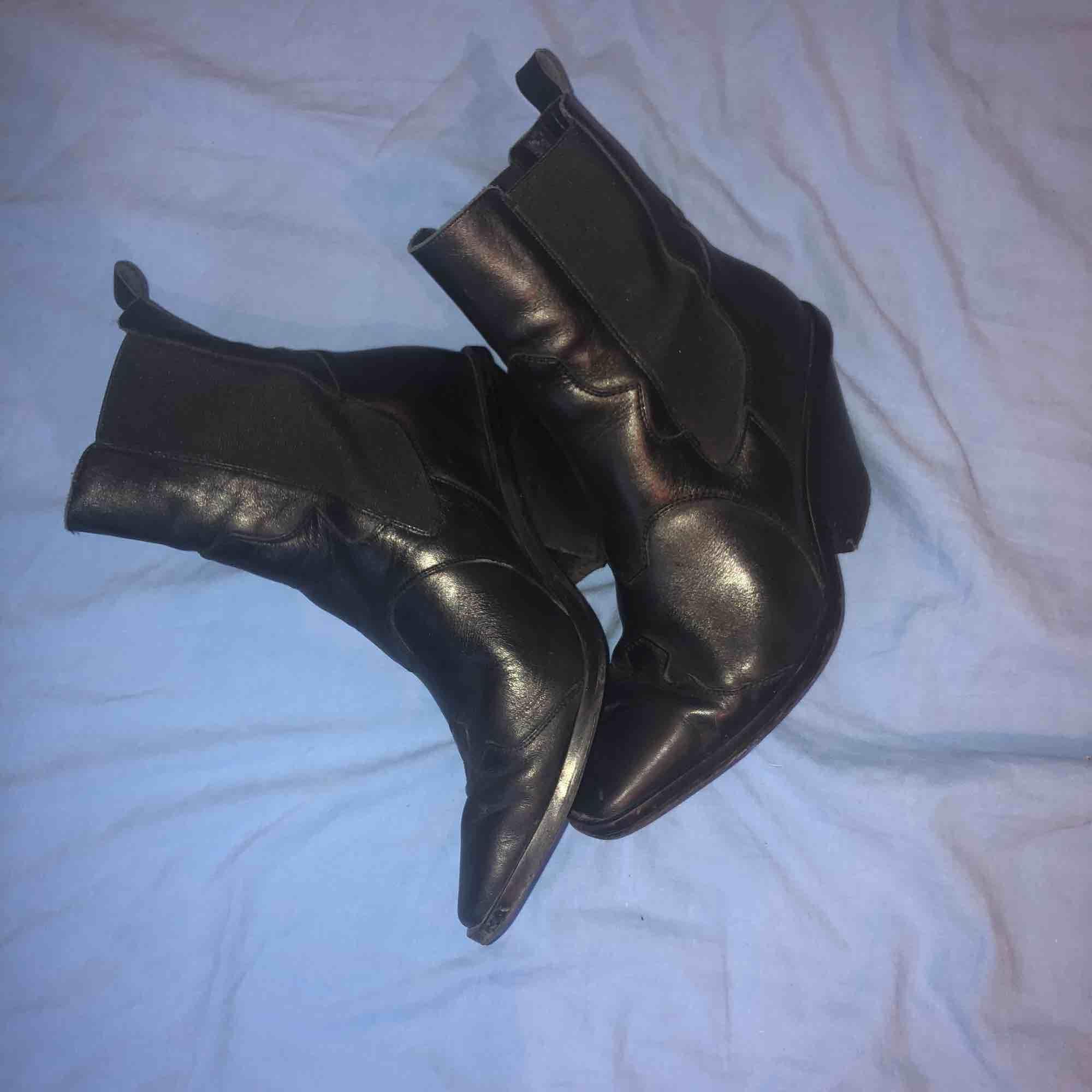 Jättefina boots från Other Stories i bra skick, säljer pga använder inte. Köparen står för frakt. Skor.