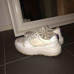 Skor från  Eytys i bra skick. Lite smutsiga här och var men kan tvätta dom ifall det önskas! Möts helst upp annars står köparen för frakt!