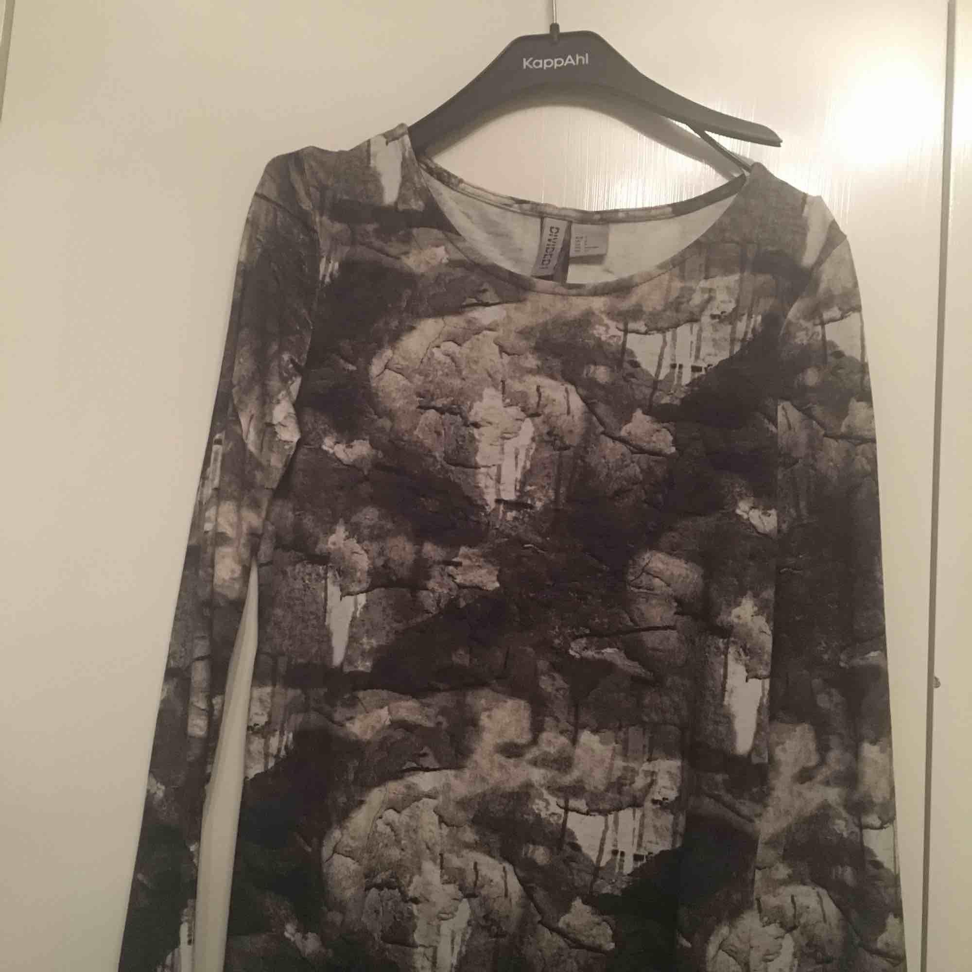 Helt ny klänning från hm str s . Klänningar.