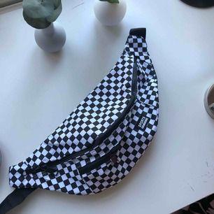 Cool becknarväska köpt på Shein. I bra skick och aldrig använd.  Frakt ingår i priset eller så möts vi upp i Örebro. Kolla gärna in resten av min profil☀️☀️