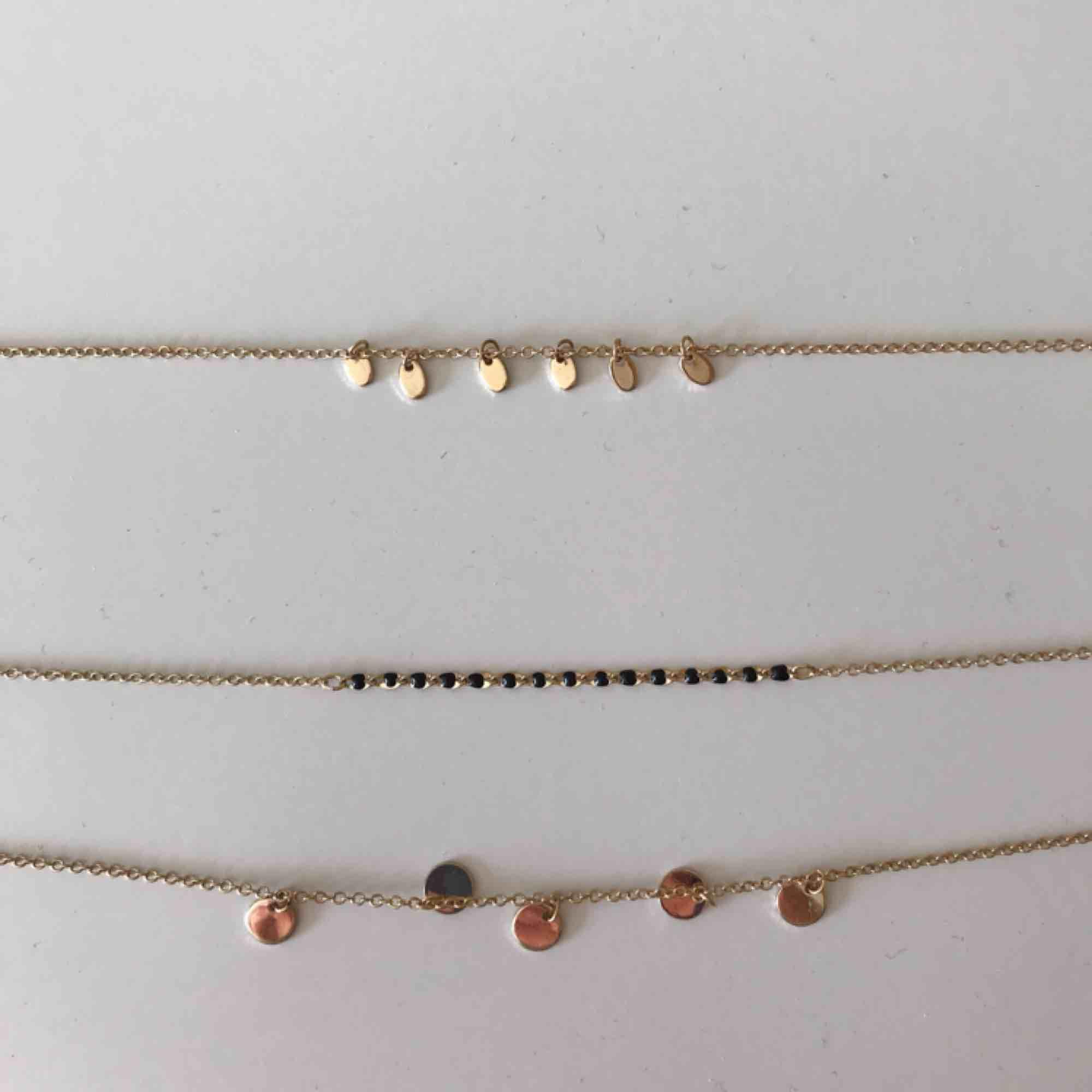 Guldfärgat halsband  Frakt:15kr . Accessoarer.