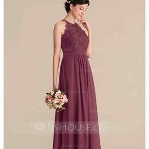 Student/skolavslutning klänning. Ej använd. Nypris 1200 kr. Säljes för 700 kr samt fraktkostnader.