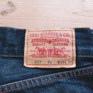 Levis jeans. Fint skick förutom lite slitna längst ner. 100kr plus frakt
