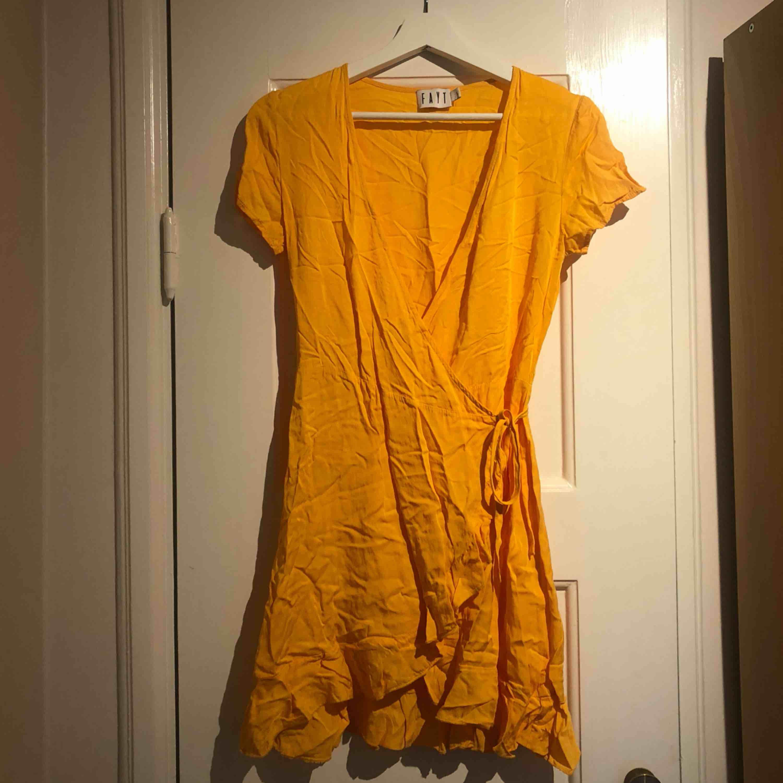 Orange klänning från Nakd. Använd en gång!. Klänningar.