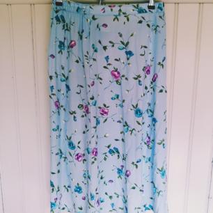 Superfin vintage kjol. Märkt 42 men resår i midjan