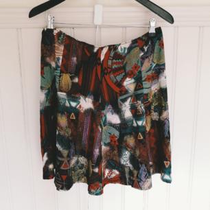 Retro kjol 40cm tvärsöver midjan men har resår