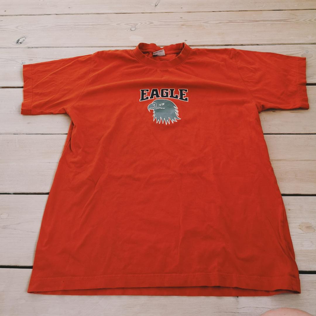 Orange cool tröja märkt 170 men stor i stl . Övrigt.