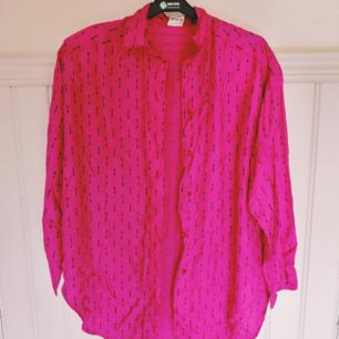80s skjorta med axelvaddar