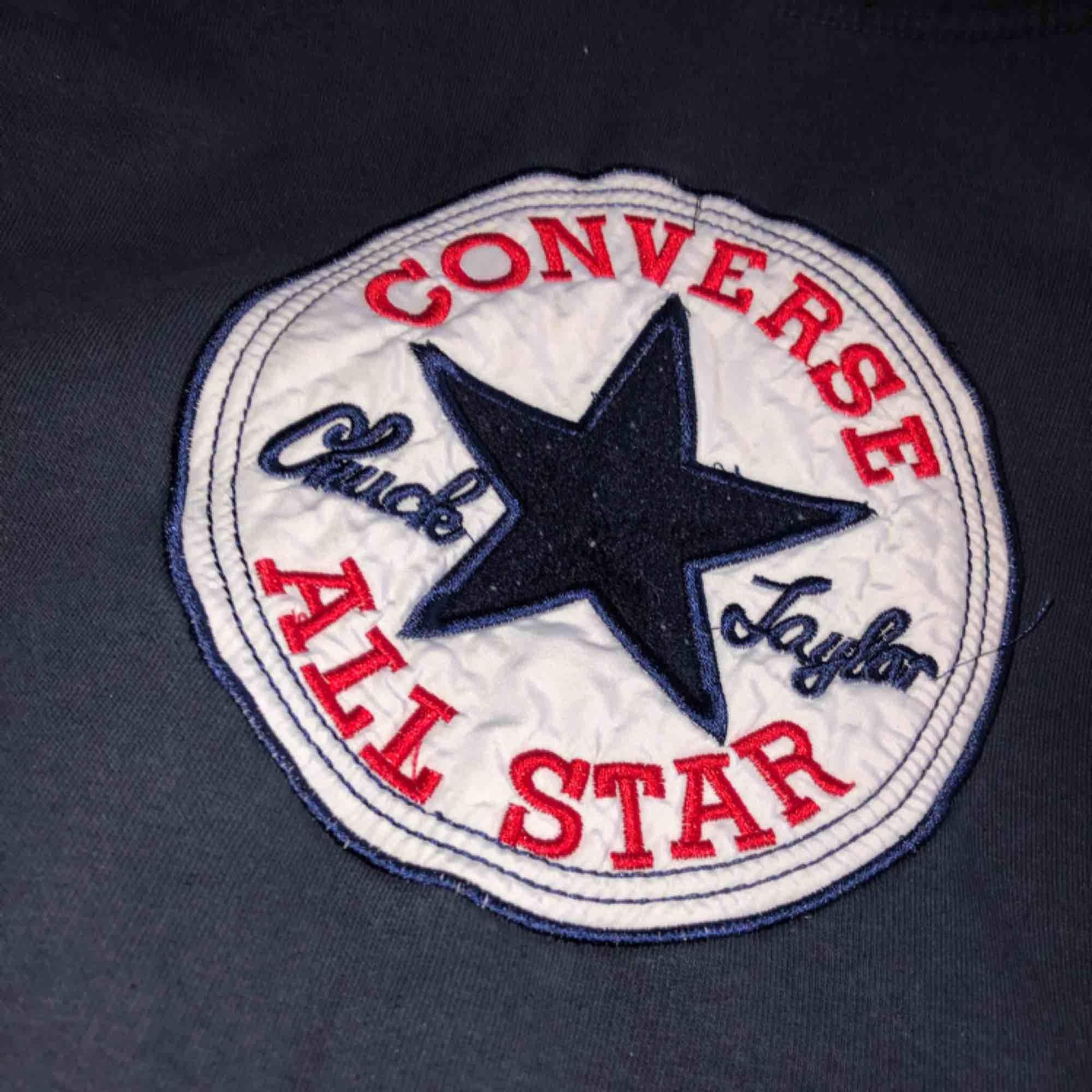 Converse hoodie i storlek S, använd några gånger. Huvtröjor & Träningströjor.